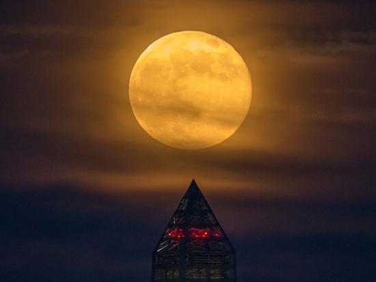 5 июня землян ожидает затмение «земляничной» луны
