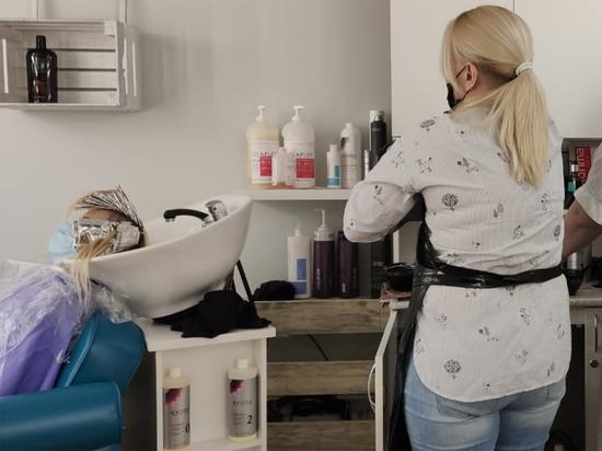 Первый день работы подмосковных парикмахерских прошел нервно