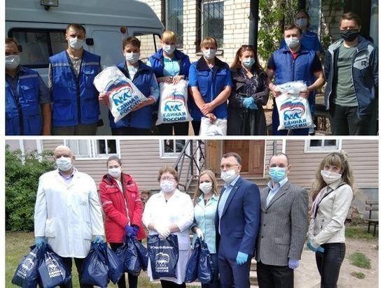 Продукты и защитные костюмы передали медикам скорой помощи в Опочке и Порхове