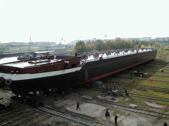 """3 июня в нашем регионе произошло важное для областной промышленности событие: """"Костромская верфь"""" спустила на воду нефтеналивнойтанкер, выполнив таким образом, голландский заказ"""