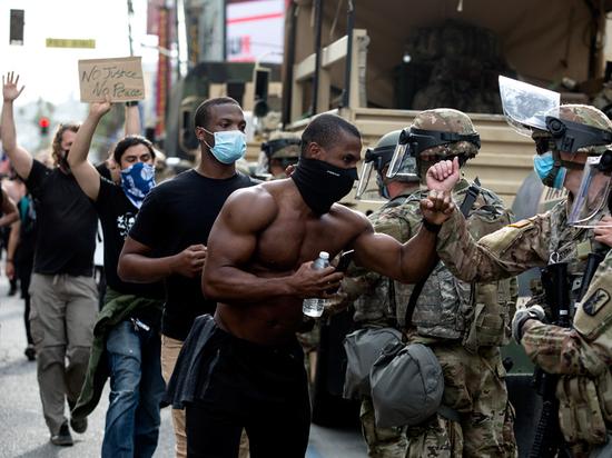 Трамп готов бросить войска на подавление протестов