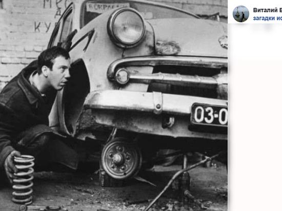 Редкое жанровое фото из серии «знаменитые советские артисты и их авто» появилось в сети