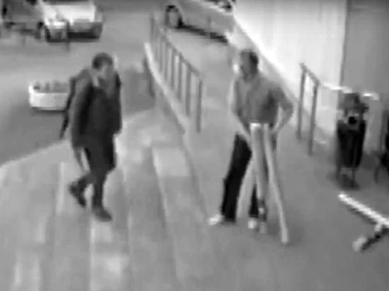 Стали известны новые подробности о личности 28-летнего Владимира, похитившего с ножом обои и забаррикадировавшегося в квартире, а после застреленного при штурме силовиками
