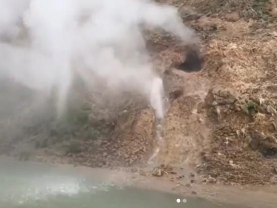 Новый мощный гейзер появился на Камчатке