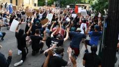 Манифестанты у Белого дома объявили минуту молчания в память о Флойде