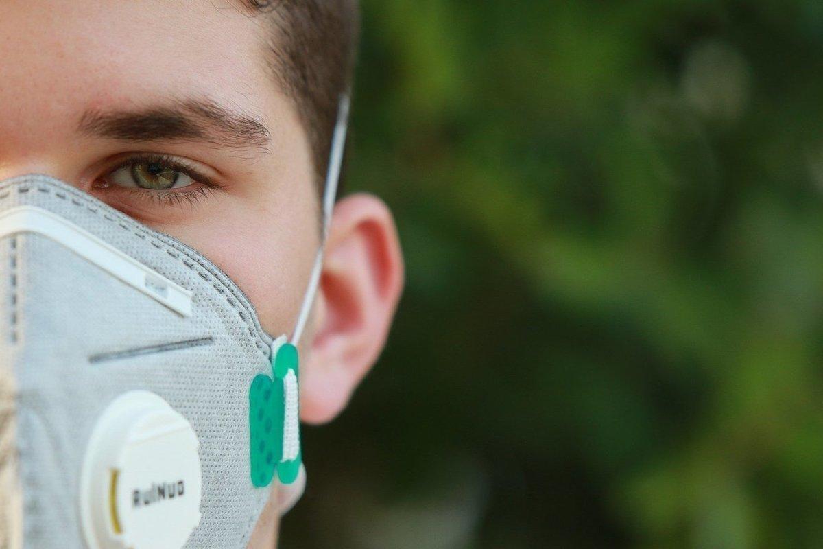 В Роспотребнадзоре оспорили мнение академика РАН о ношении масок на улице