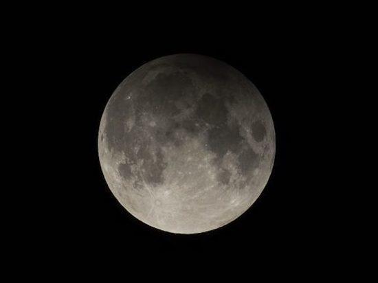 Планетарий Москвы опубликовал информацию о том, что сегодня, 4 июня, с 20:46 до 24 часов жители Центрального Федерального округа смогут увидеть лунное затмение, ивановцы тоже не лишены такой возможности… если позволит погода