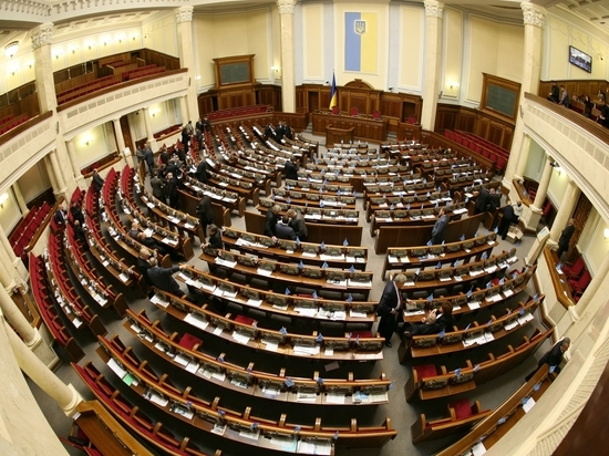 Депутаты Рады начали сбор подписей за отставку правительства