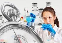 После того, как в 48-м ЦНИИ Минобороны прибыли 50 военнослужащих-добровольцев для испытания вакцины от коронавируса, заговорили о том, что в России уже к середине лета может появиться эффективный противовирусный препарат