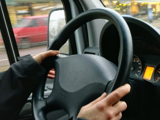Мальчик, посаженный матерью за руль каршерингового авто, написал судье письмо