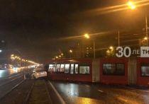 В Казани трамвай столкнулся с такси на проспекте Ямашева