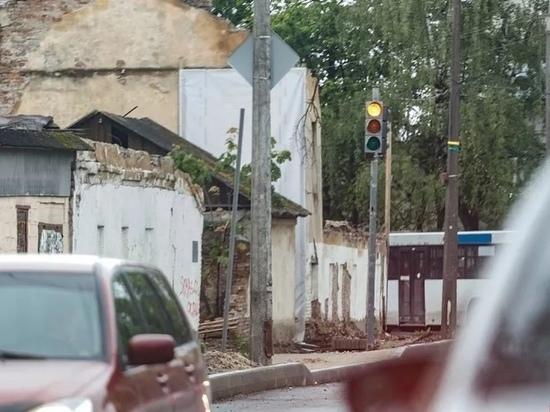 Новый светофор заработал на улице Труда в Пскове