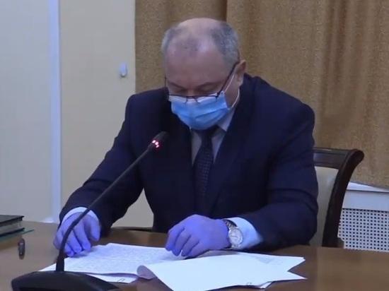 Около 1000 проб скопилось в очереди на ковид-тестирование в Пскове
