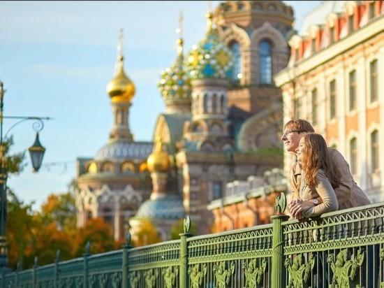 Петербург вышел на плато по коронавирусу, но кафе и парки не откроют