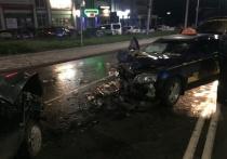 В Орле такси столкнулось с «девяткой»