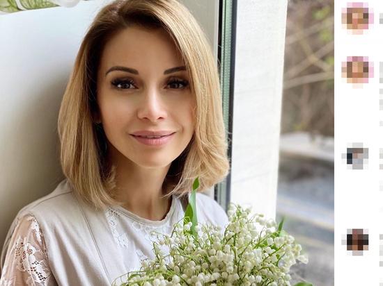Ольга Орлова показала пышную грудь под мокрым топом