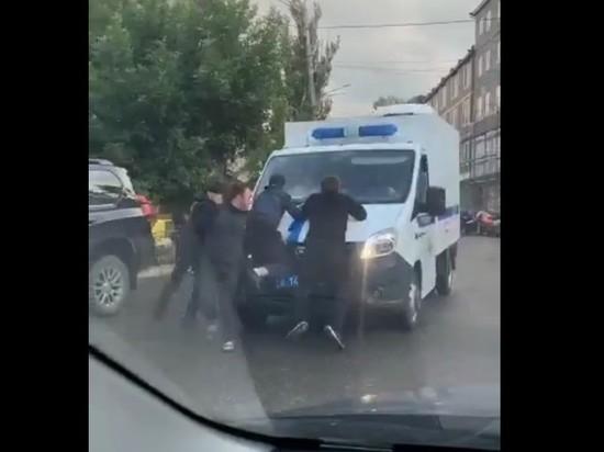 В Дагестане родня пыталась отбить у полиции мужчину, застрелившего сына