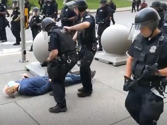 Новый скандал с полицейскими в США: избили больного раком старика