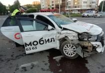 Три пассажира такси попали в больницу после ДТП в Екатеринбурге