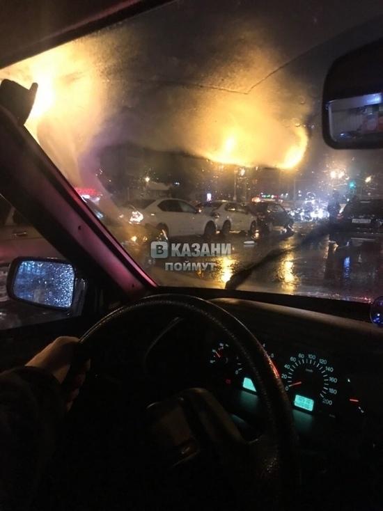 В Казани ночью в «домино» сложились не менее 6 машин