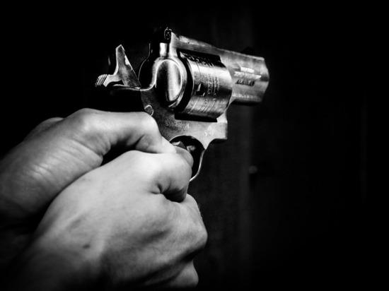 В Москве мужчина открыл стрельбу из окна