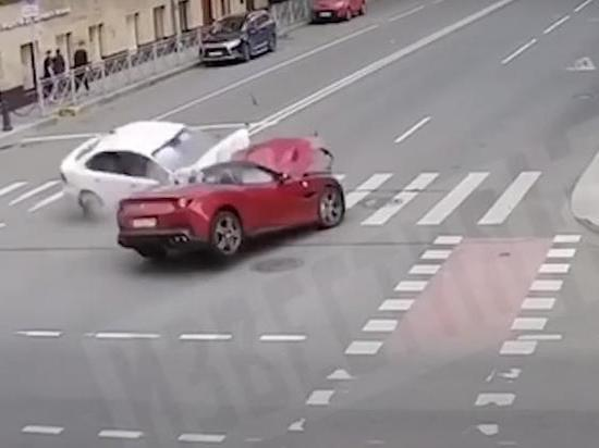 Опубликованы кадры смертельного ДТП в Петербурге с Ferrari