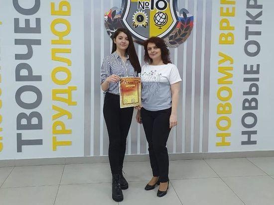 Серпуховские школьницы проникновенно прочитали стихи о войне