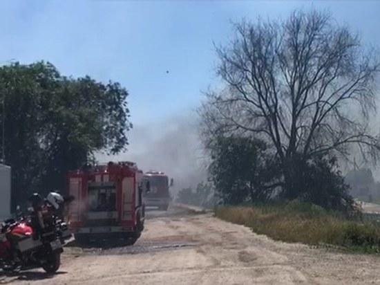 В Ростове-на-Дону более 70 спасателей тушат ландшафтный пожар