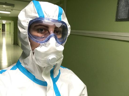 Студентка-медик получила завет умирающей от коронавируса пациентки