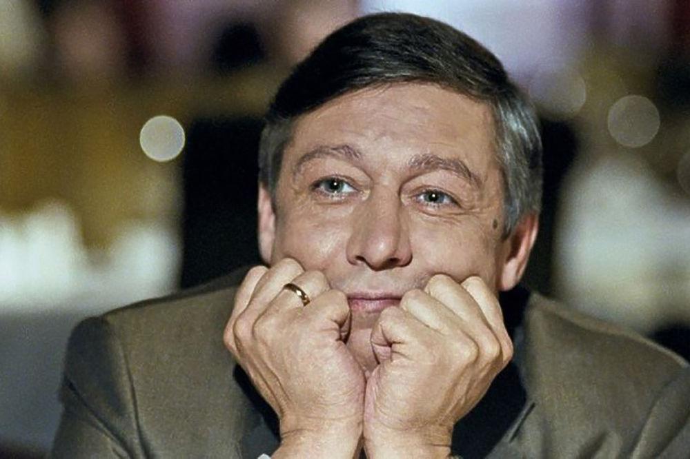 Актер Михаил Ефремов устроил пьяное ДТП, погиб человек: кадры с места