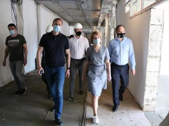 Строительство социальных объектов в Серпухове проинспектировала глава округа