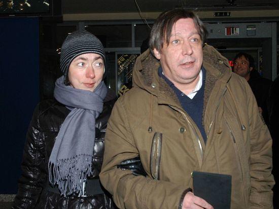 """Жена Михаила Ефремова: """"Мне сказали не рыпаться, за детей страшно"""""""