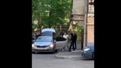 Михаила Ефремова увезли на допрос в темных очках и капюшоне