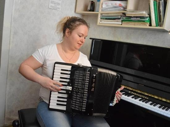 В музыкальную школу Серпухова привезли новые инструменты