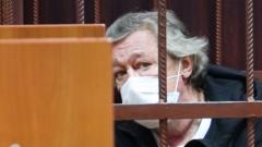 Михаил Ефремов получил домашний арест: кадры из суда