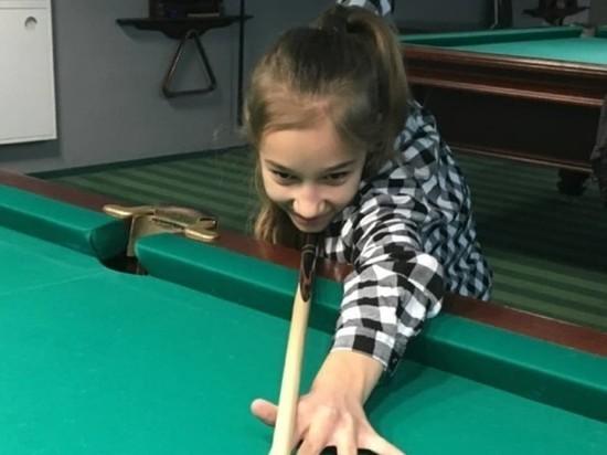 Юная оренбурженка занимает призовые места, играя в бильярд