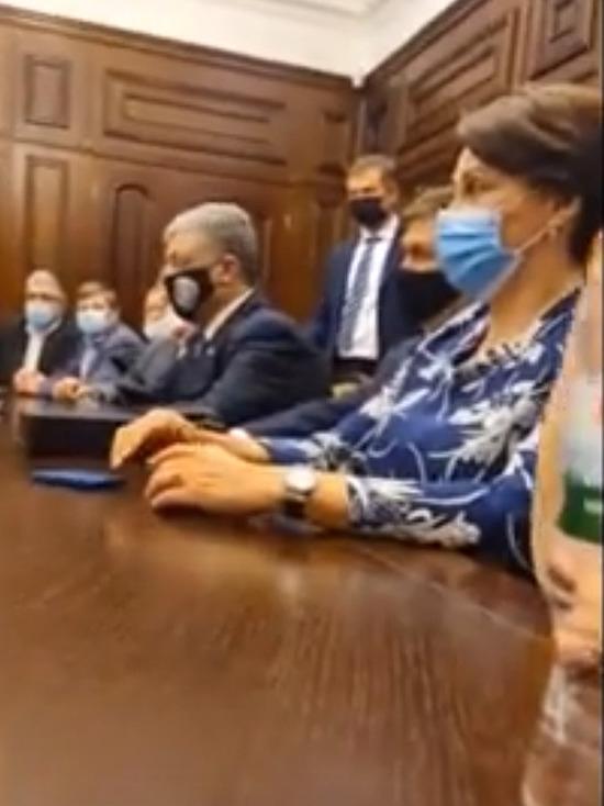 Порошенко перешел с украинского на русский в генпрокуратуре Украины