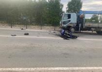 В Муравленко мотоцикл упал при обгоне и врезался в иномарку