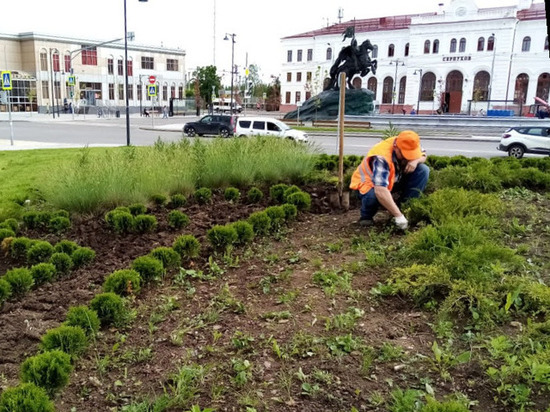 В Серпухове активно высаживают цветы