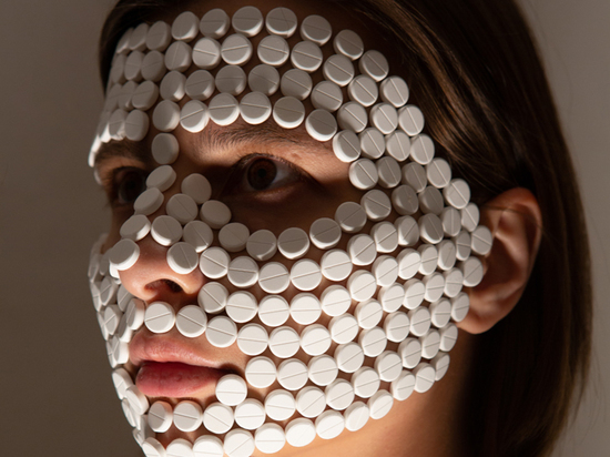 Художница придумала проект из таблеток: особенности пандемического искусства