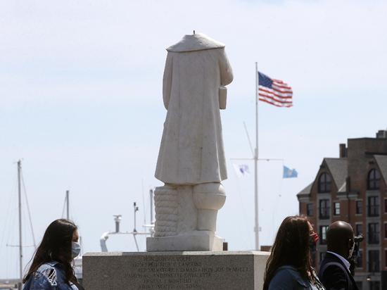 За что обезглавили Колумба: на Западе продолжается война против памятников