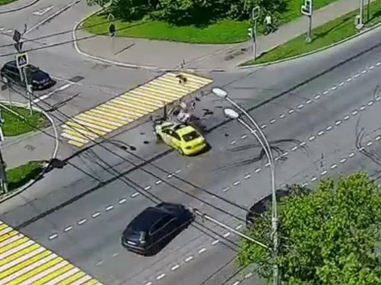 В Москве сотрудник ГИБДД получил тяжелые травмы в ДТП