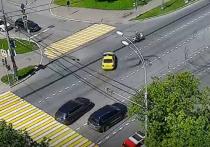 Виновника ДТП на пересечении проспекта Вернадского с Университетским проспектом установят полицейские дознаватели — 11 июня тут столкнулись полицейский мотоцикл и автомобиль такси
