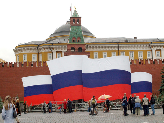 День России страна встретит концертом и онлайн-флешмобами