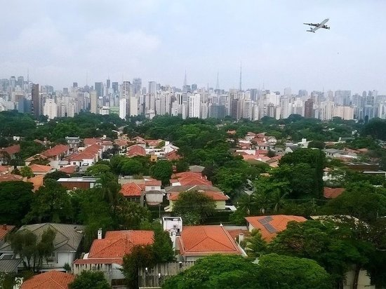 Бразилия вышла на второе место в мире по числу смертей от коронавируса