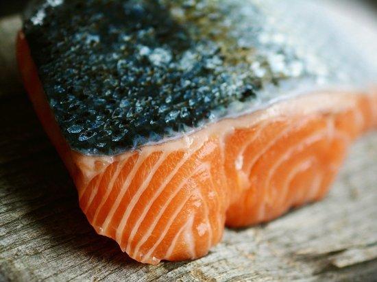 В Пекине прекратили продажу лосося из-за коронавируса на рынке