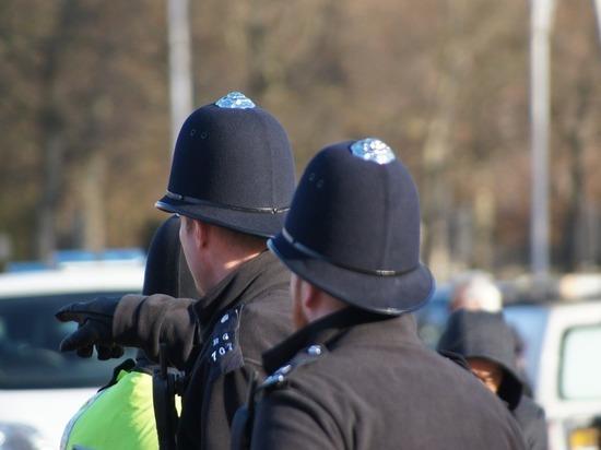 В Лондоне из-за протестов начался хаос: полиция штурмует станцию Ватерлоо