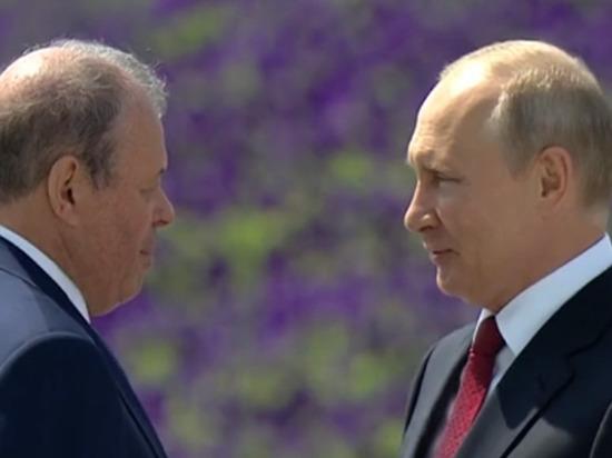 Владимир Путин наградил директора Улан-Удэнского авиазавода золотой звездой