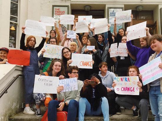 Студенты лучших театральных школ Англии заявили о расизме и лицемерии руководства