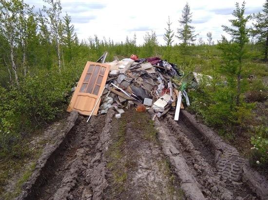 Жители Нового Уренгоя вывезли строительный мусор и бросили в тундре